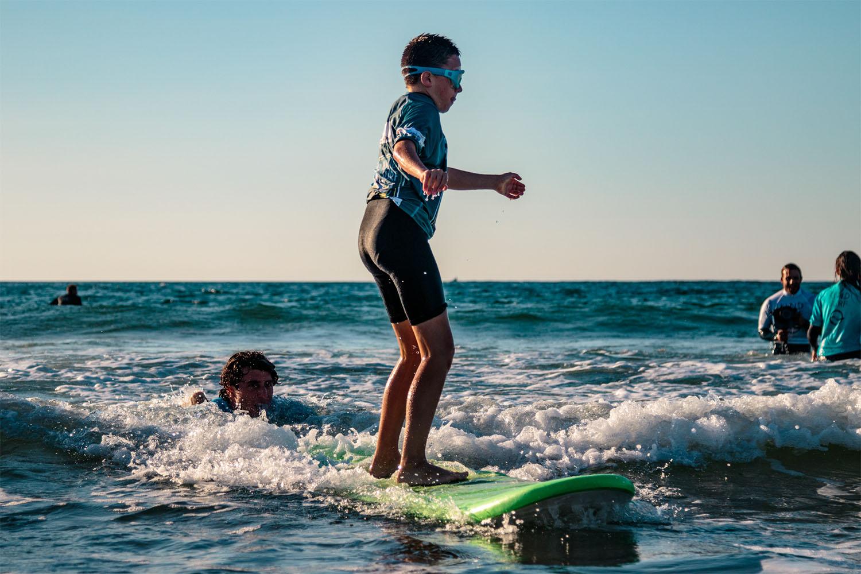 Licencié handi-surf en cours de surf