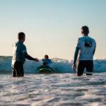Cours de handi-surf auprès d'un public de jeunes enfants