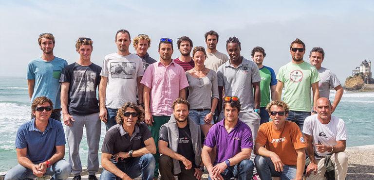 Les bénévoles de l'Association Nationale Handi-Surf sur la plage de la côte des Basques à Biarritz