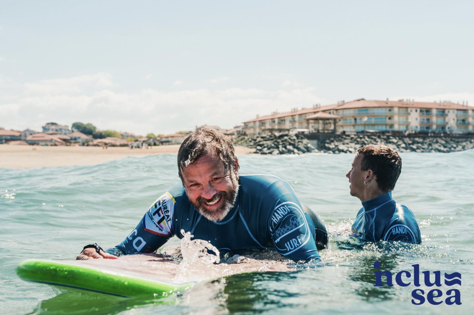 """""""INCLUSEA"""", 7 organisations de 5 pays pour favoriser l'inclusion des personnes en situation de handicap dans le surf en Europe"""
